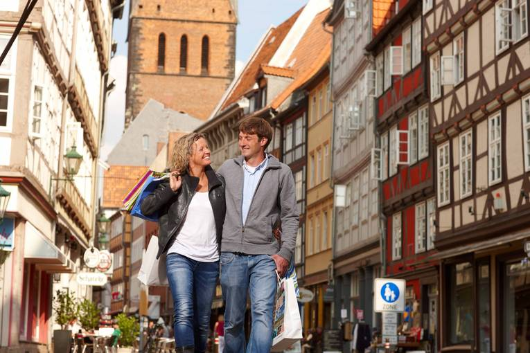 Shopping-in-the-Old-Town_image_full