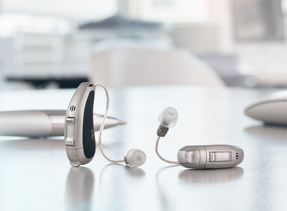 Pure-primax_hearing-aids-office-table_950x700px_JP
