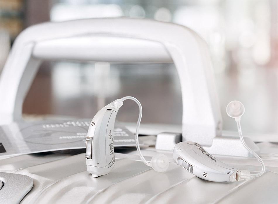 Motion-SX-primax_hearing-aids-suitcase_950x700px_JP